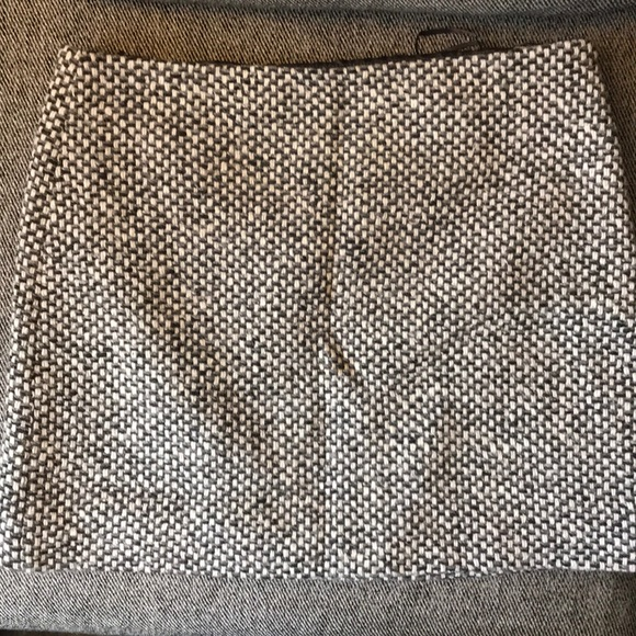J. Crew Dresses & Skirts - JCrew Size 8 Wool Skirt - Perfect for Winter!